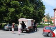 Válkovo kočovné divadlo na návštěvě ve Lnářích.
