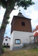 Zvonice u hřbitova.