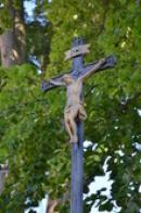 Křížek u kostela.