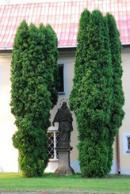 Socha u zdejšího zámku.
