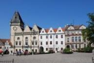 Žižkovo náměstí se Starou radnicí.