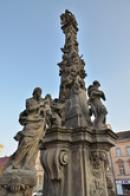 Morový sloup Nejsvětější trojice na náměstí.