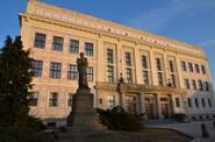 Budova gymnázia.