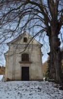 Kaple pod hradem Osekem.