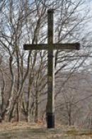 Kříž kalvárie nad městem.