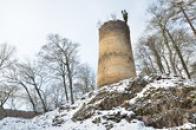 Válcová věž ve vnějším předhradí.
