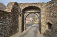 První brána.