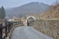 Druhá a první brána.