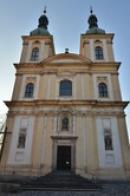 Průčelí kostela Zvěstování Panny Marie.