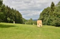 Moderní sochařství v krajině.