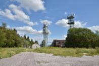 Vysílací věže na vrcholu.