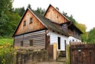 Starý roubený vodní mlýn.