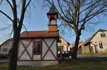 Kublov na Berounsku - Zvonička na zdejší návsi.