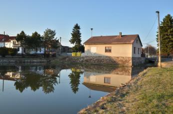 Kublov na Berounsku - Místní rybník.