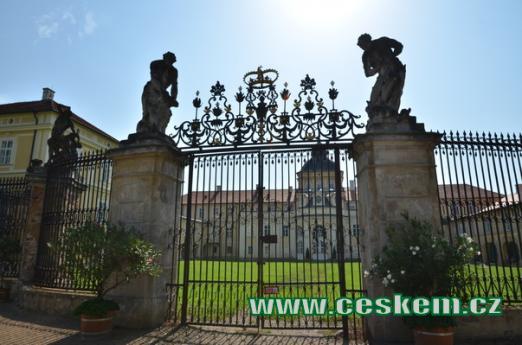 Brána do východního čestného dvora.