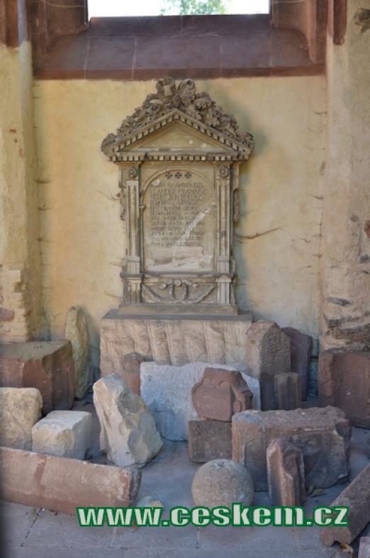 Dávný pomník.