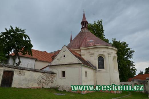 Kostel sv. Ducha od východu.