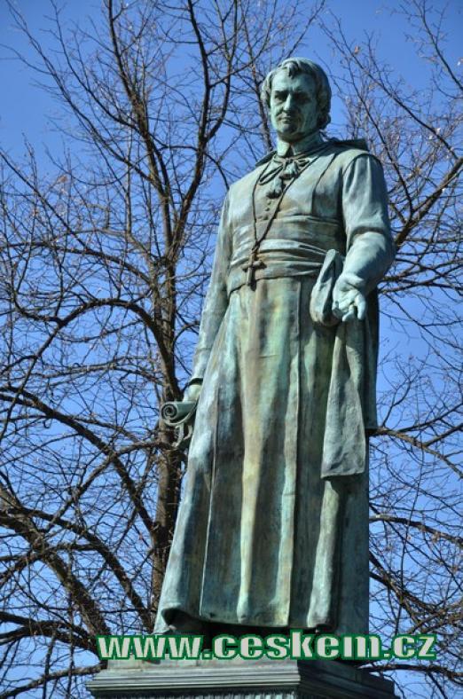 Detail sochy zakladatele lázní.