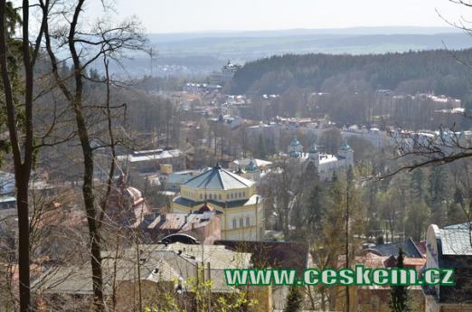 Pohled na lázeňské město.