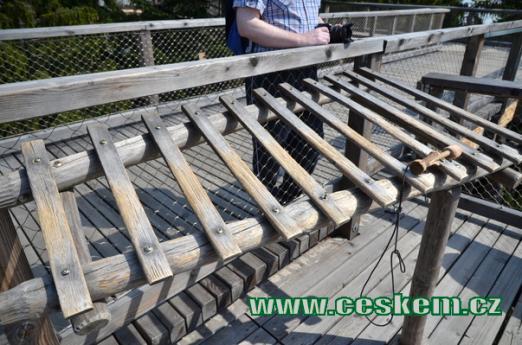 Dřevěný xylofon.
