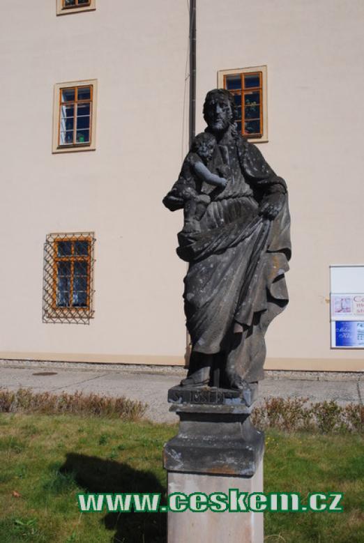 Socha sv. Josefa před Jezuitskou kolejí.