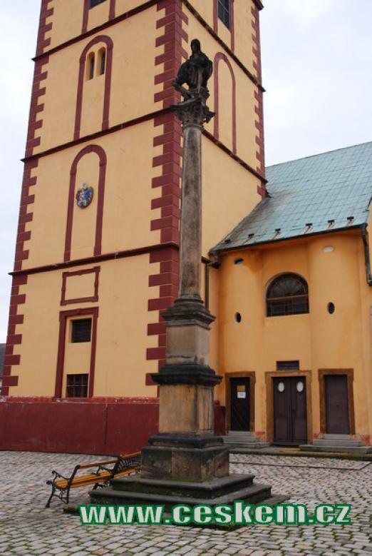 Morový sloup u kostela sv. Jiljí.