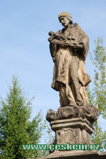 Barokní socha u místního hřbitova.