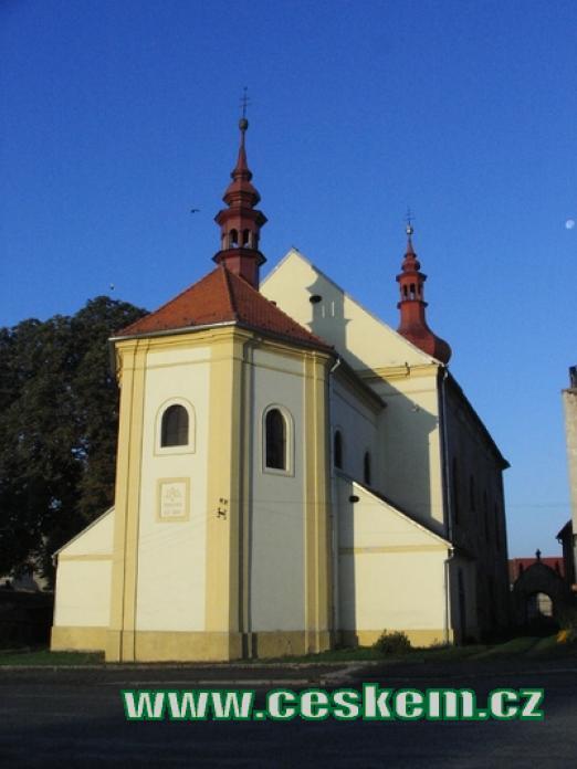 Zdejší kostel Narození Panny Marie.