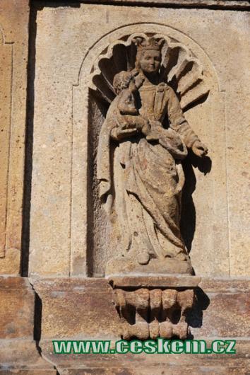 Detail sloupu se sousoším Nejsvětější Trojice.