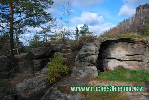 Skalní hrad severovýchodně od Jetřichovic.