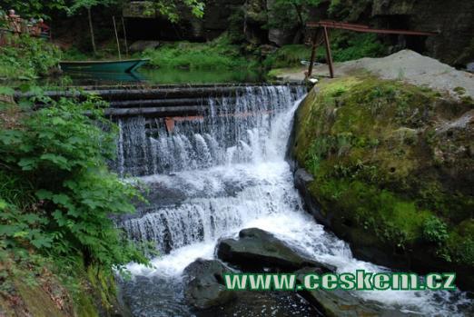 Vodopád na říčce Kamenici.