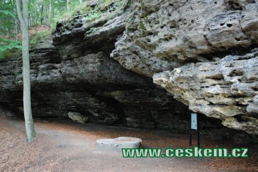 Nedaleká jeskyně Českých bratří.
