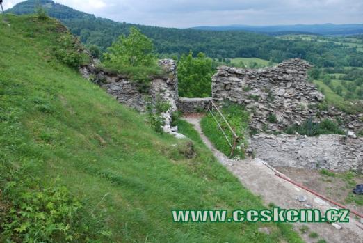 Postaven Vartenberky ve 2. polovině 13. století.