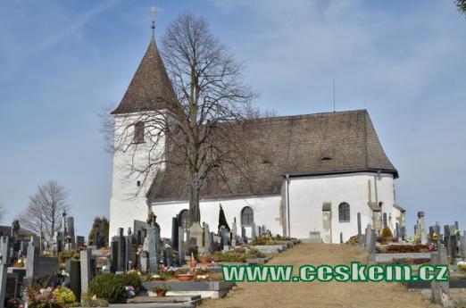 Kostel sv. Víta na hřbitově.