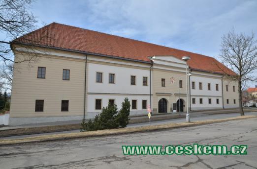 Zámek a muzeum hasičského hnutí.