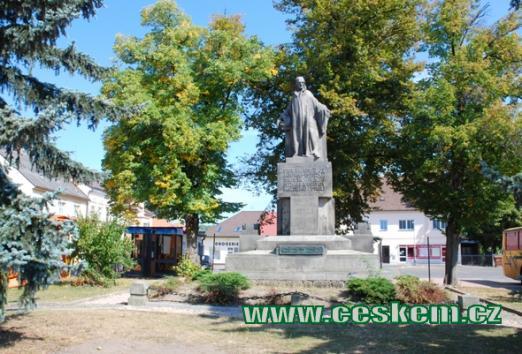 Pomník mistra Jana Husa vytvořený podle návrhu prof. Šalouna.