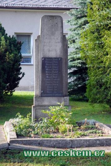 Památník padlých v Hatíně.