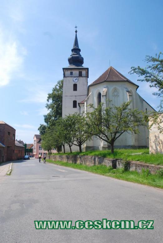 Pohled na kostel Jana Křtitele.