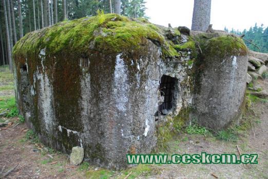 Objekt č. 132 po válce poničený výbušninou.