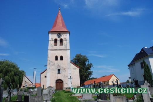 Kostel Narození Panny Marie na místním hřbitově.