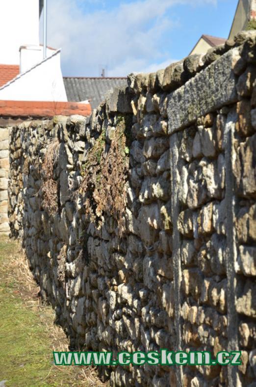 Detail hradební zdi.
