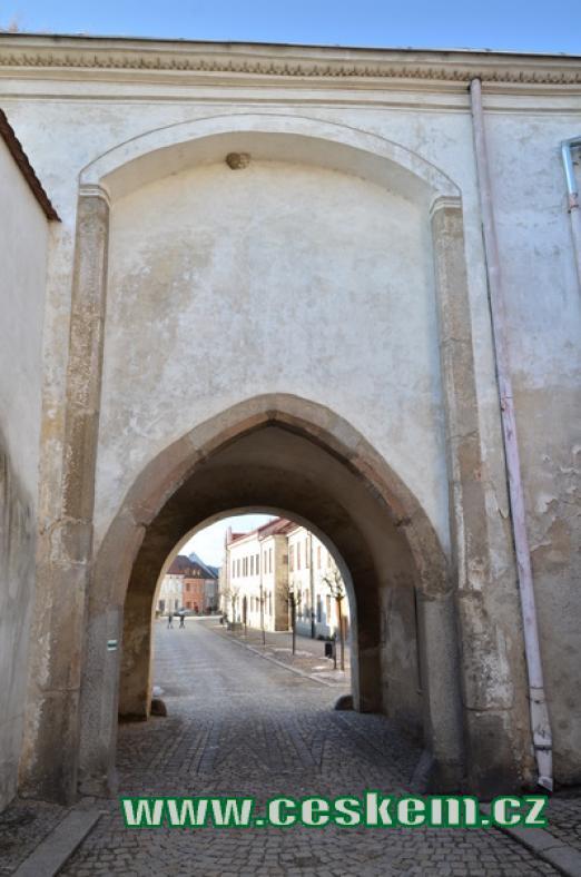 Jemnická nebo též Znojemská brána.