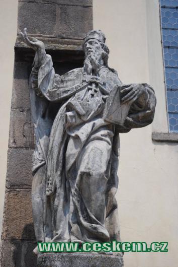 Jedna ze soch na východní straně kostela sv. Jiljí.