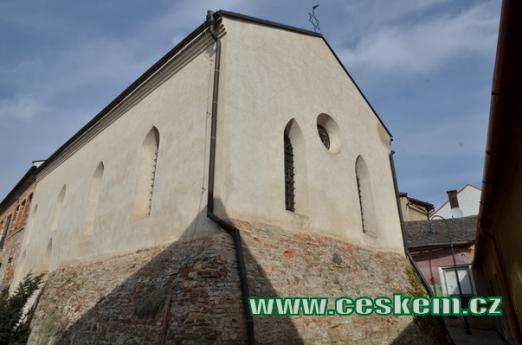 Pohled na synagogu.
