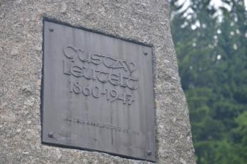 Josefův Důl na Jablonecku - Detail památníku Gustava Leuterta.