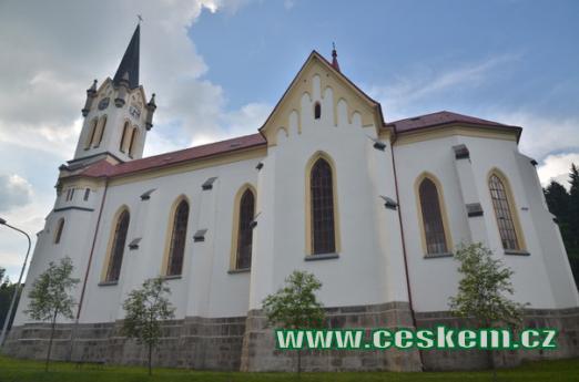 Zdejší kostel Proměnění Páně.