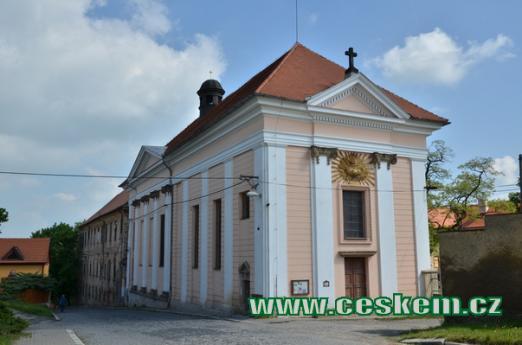 Pohled na kostel Povýšení sv. Kříže.
