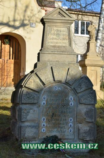 Pomník padlých vojínů.