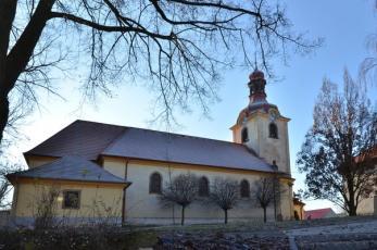 Družec na Kladensku - Kostel Nanebevzetí Panny Marie od severu.