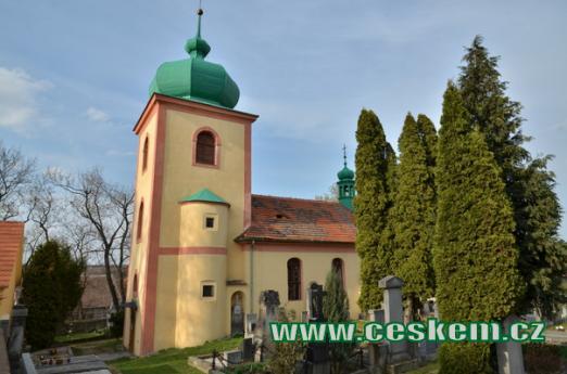Kostel Všech Svatých na hřbitově.